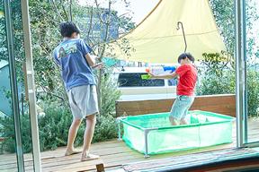 子どものプール遊び
