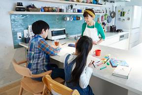 子どもの勉強机やお父さんの仕事机としても利用できます