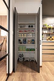 2階のキッチン脇にある収納スペース